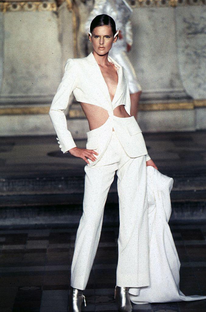 Expozitie de moda McQueen la Londra: o atractie de neratat!