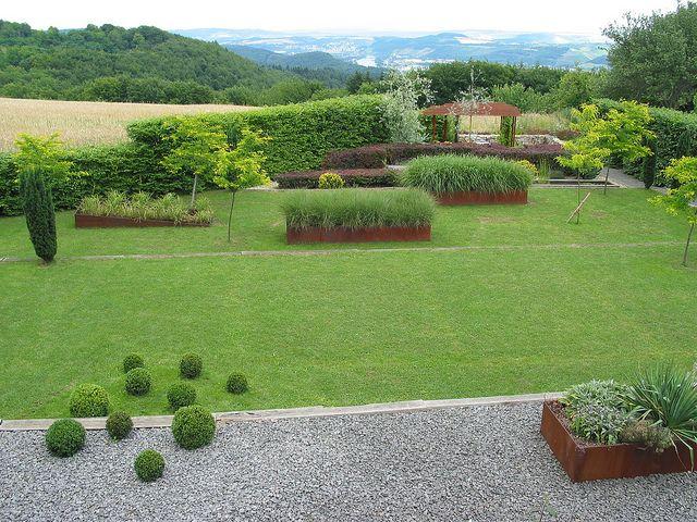 hochbeet moderner garten mit perspektive by jörg paul kaspari, via, Garten und Bauen