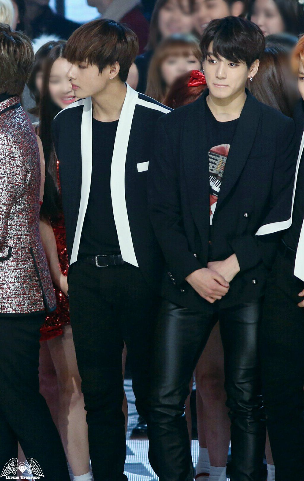"""Divine Treasure on Twitter: """"@BTS_twt 151231 가요대제전 I just can't reach out to tell you that I always wonder what you're up to.#정국 #태형 #Jungkook #V https://t.co/hsbD5HX5Ut"""""""
