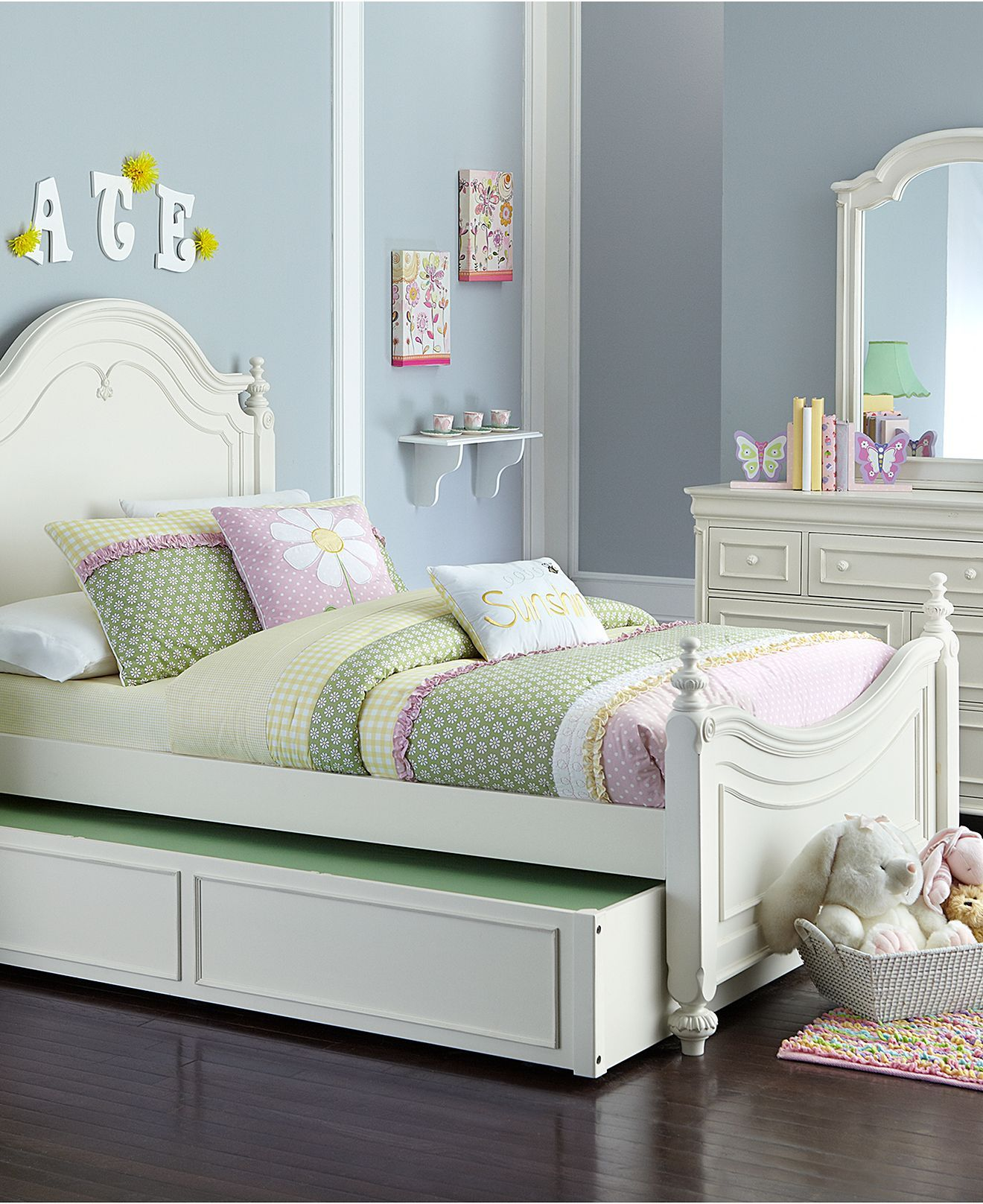 Adley Kids Bed Twin Poster Bed Beds Furniture Macy S Juliet