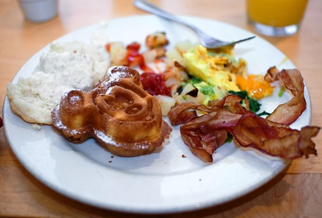 """2013 Disney Dining Plan Information & Planning Guide - perfect for planning """"Free Dining"""""""