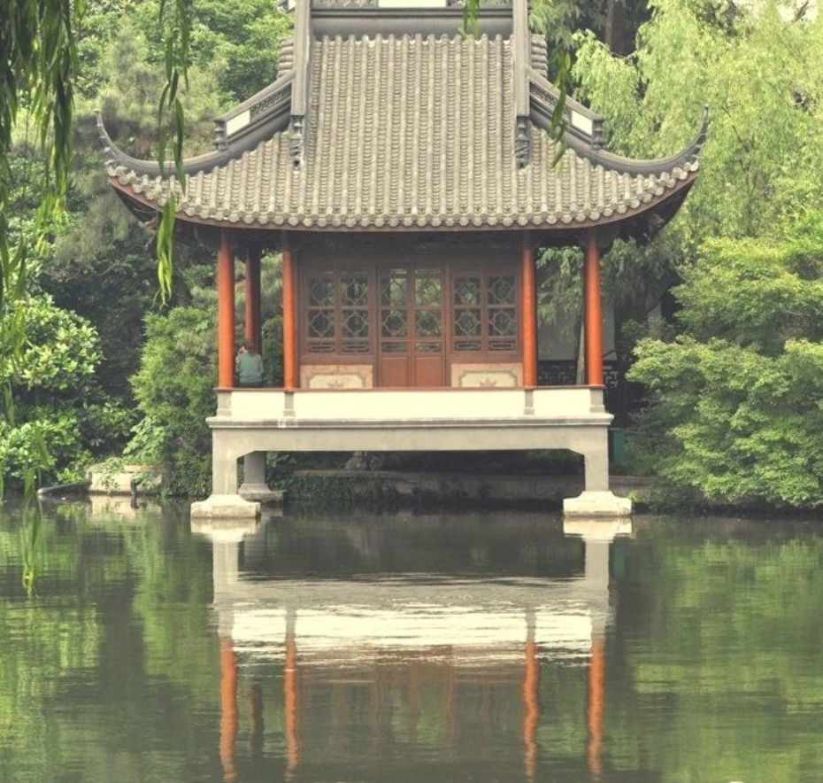 A Chinese Pavilion From West Lake Of Hangzhou Zhejiang China With Images Chinese Architecture Ancient Chinese Architecture Asian Architecture