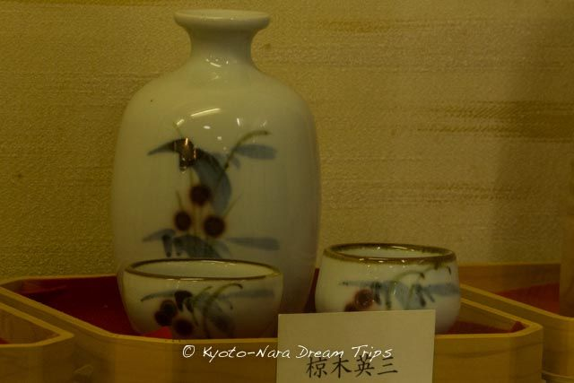 Before you enter the Matsunoo-taisha (松尾大社), there is a small Sake-no-Shiryokan (Museum of Sake) on your left. Admission is free and one can see many tools of the craft, among them these beautiful sake sets.