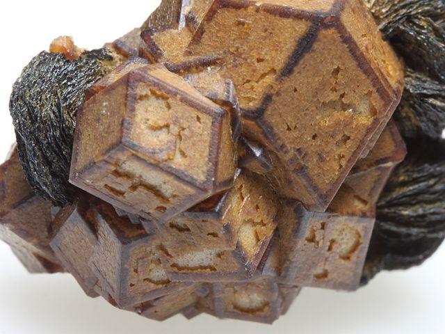 灰鉄柘榴石 赤鉄鉱 Andradite Hematite