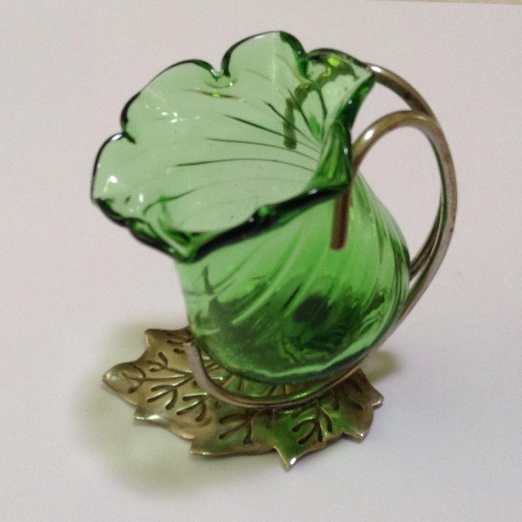 Beautiful vintage salt cellars set of 4 - Another Tulip Shaped Salt On Epns Leaf Base Glass Is Swirled
