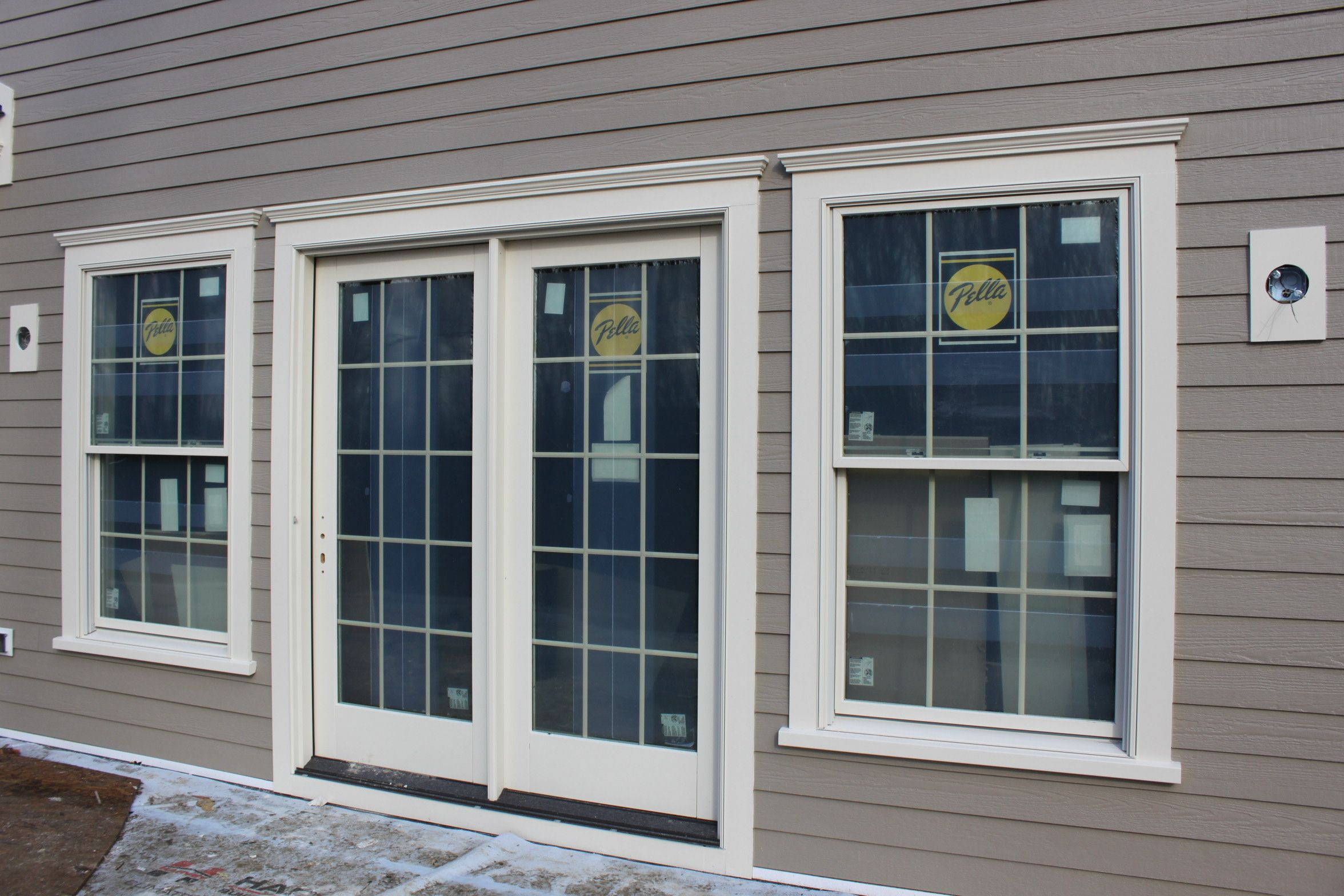 Exterior Windows moulding for homes | the exterior surfaces of the home are being