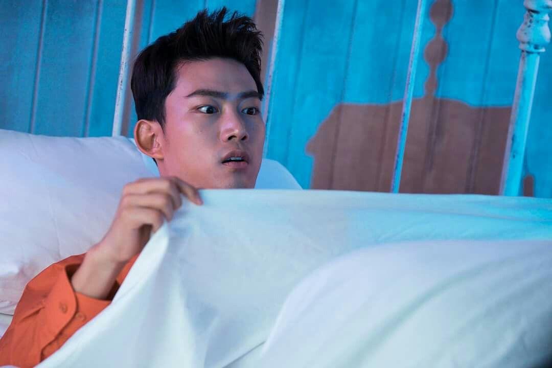 Yo también quiero ver lo que hay debajo de esas sábanas.