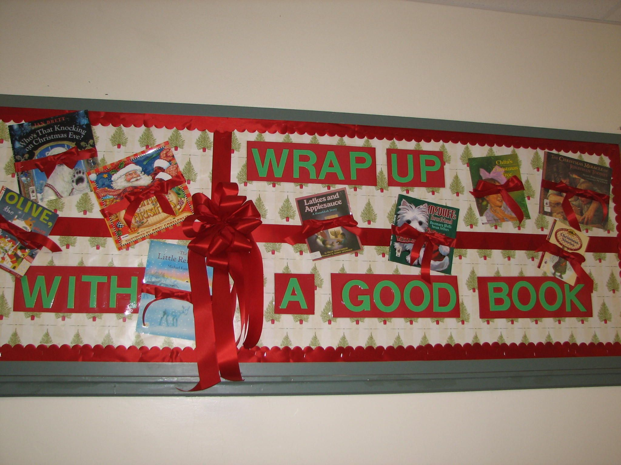 Christmas Library Bulletin Board #decemberbulletinboards