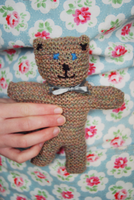 Bigger Little Knitted Bear | The New Craft Society  http://thenewcraftsociety.wordpress.com/2013/03/25/bigger-little-knitted-bear/
