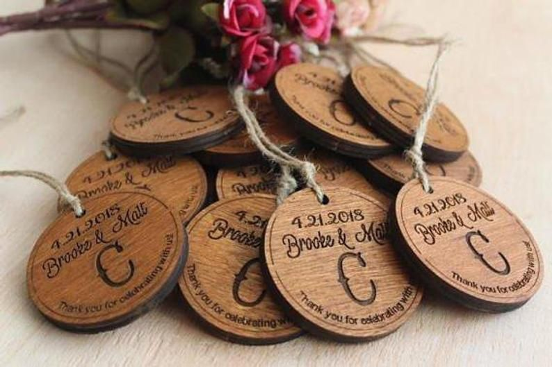 Wedding Favors Tags Wooden Favors Wedding Thank You Tags Etsy In 2020 Wedding Gift Favors Ornament Wedding Favors Wedding Favours Magnets