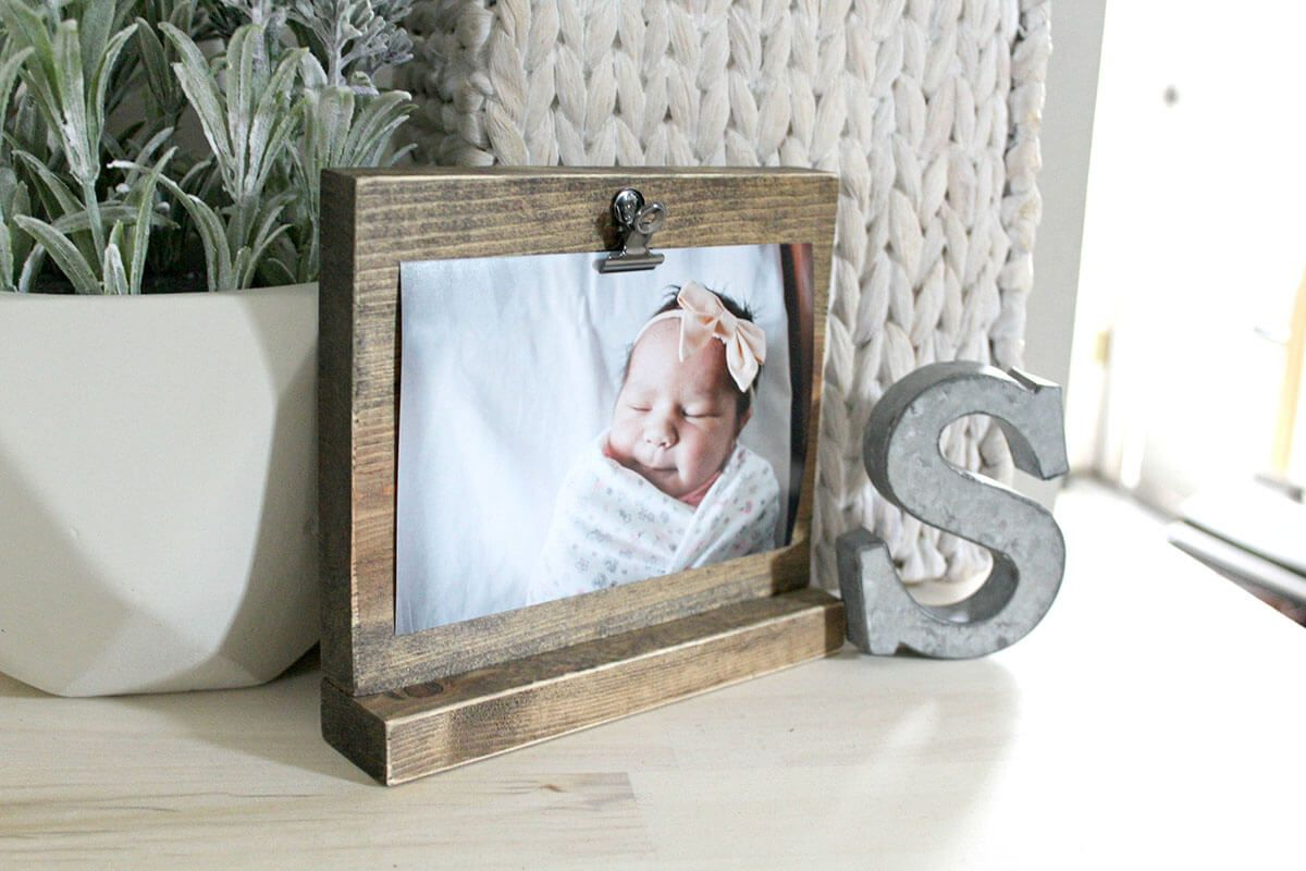 43 Lovely Picture Frames To Make Your Favorite Photos Stand Out Distressed Wood Frames Rustic Picture Frames Wood Picture Frames