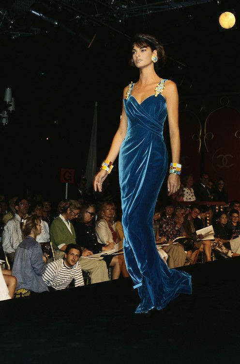 Linda Evangelista in Chanel, 1990