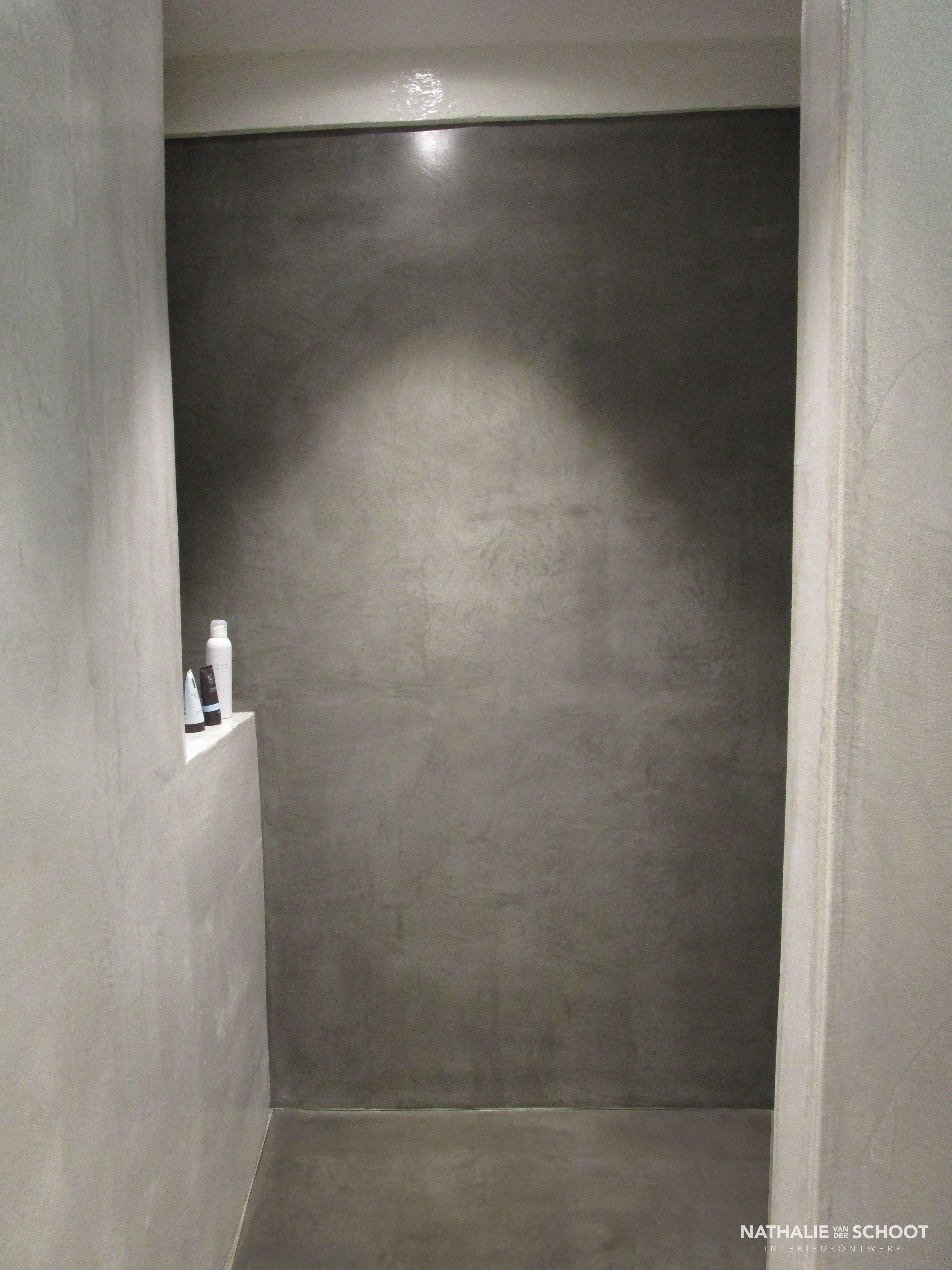 badkamer in verbau betonstuc kleuren 01 128 steenkool en 05