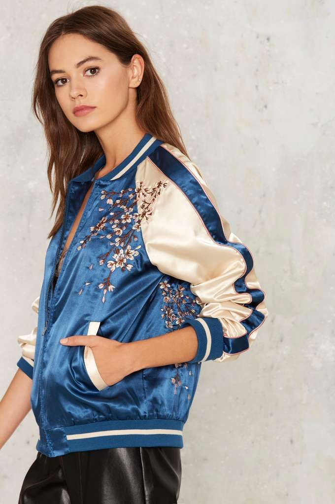 Pin By Ivon Martinez On Ropa In 2020 Blue Bomber Jacket Bomber Jacket Women Bomber Jacket