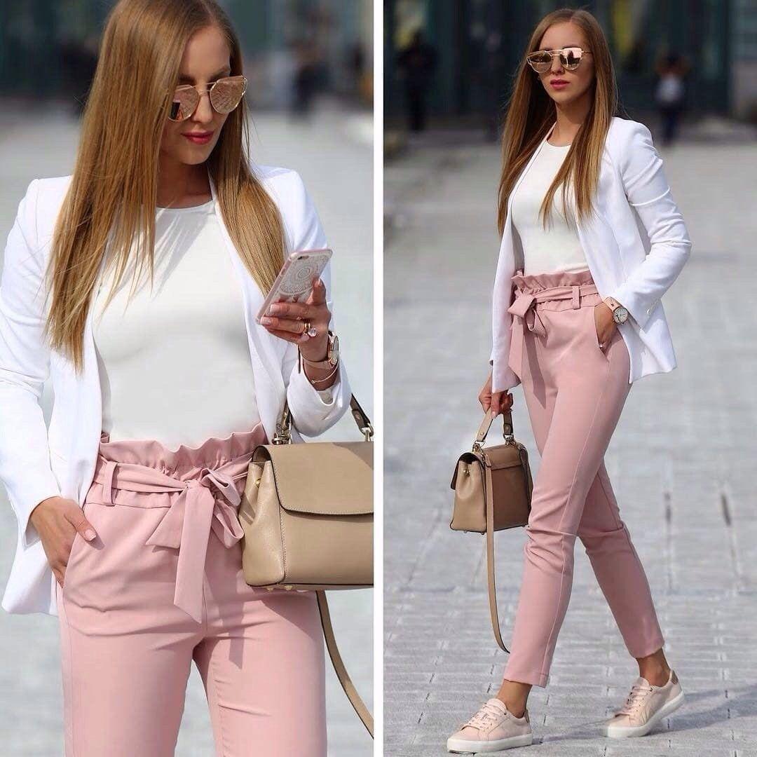 comprar online 2f0eb e0213 Pantalón rosa palo, semi formal con un outfit relajado ...