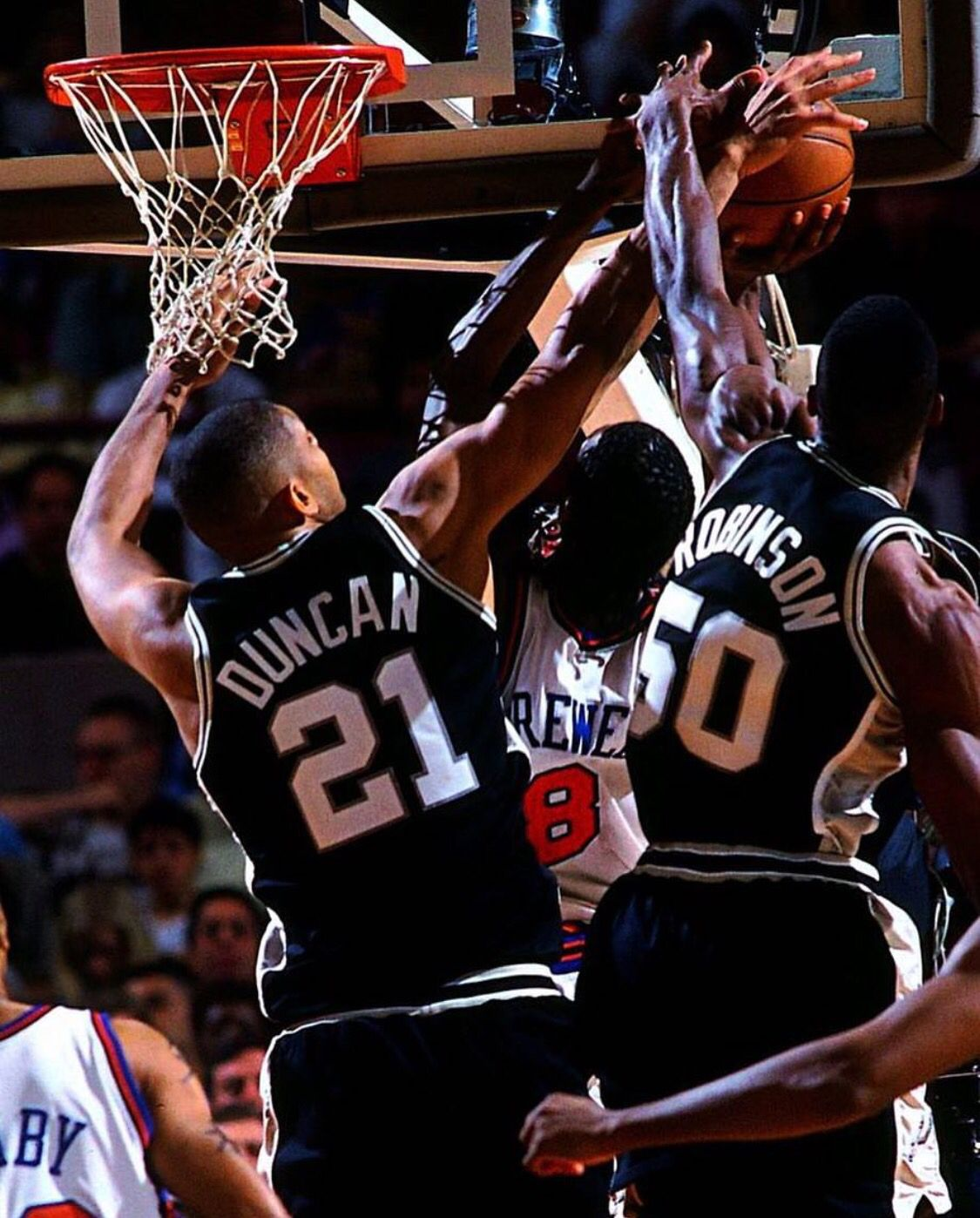 Tim Duncan And David Robinson Blocking Latrell Spreewell Need To Play More Of These Games On Nba Ch Spurs Basketball San Antonio Spurs Basketball Nba Pictures