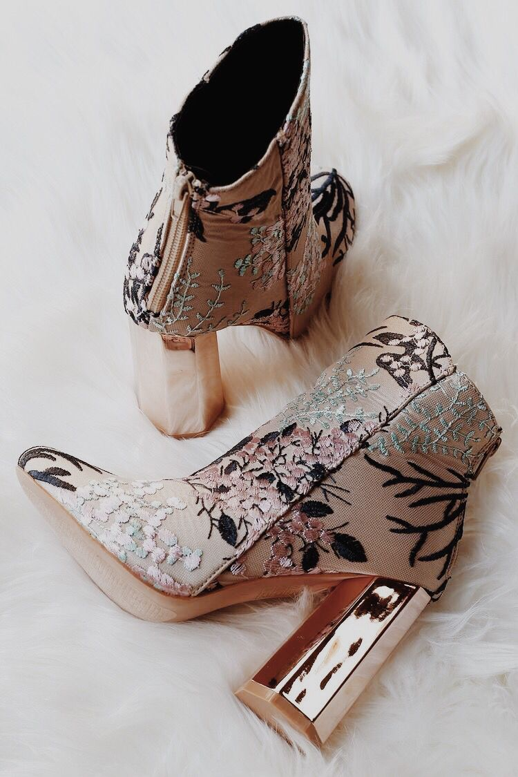 4851742d30e1 Pin by Ciana Rose Conklin on shoes