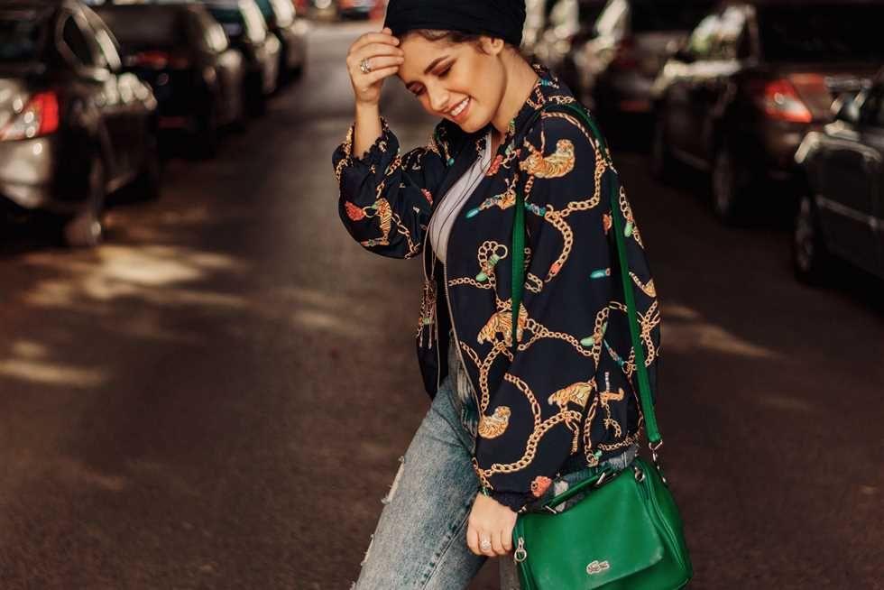 خبيرة أزياء تقدم نصائح للسيدات في الموضة المصري اليوم اشترك لتصلك أهم الأخبار تأخذ الموضة والأزياء حيزا كبير في أذ Fashion Bomber Jacket Christmas Sweaters