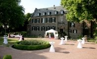 Die Burg Bergerhausen In Kerpen Bei Koln Ist Eine Traumhafte