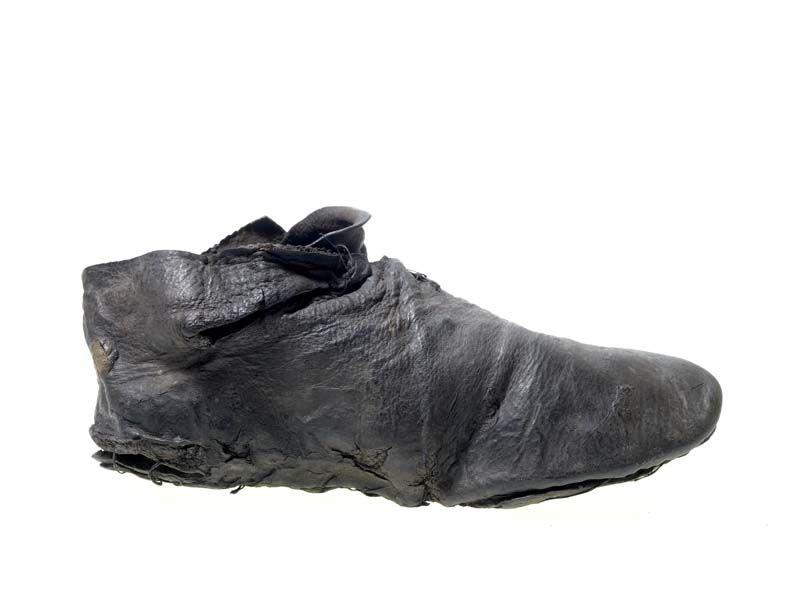 Pin By Gunta Dege On 14th Century Footwear 14th Century Clothing Shoes Patten