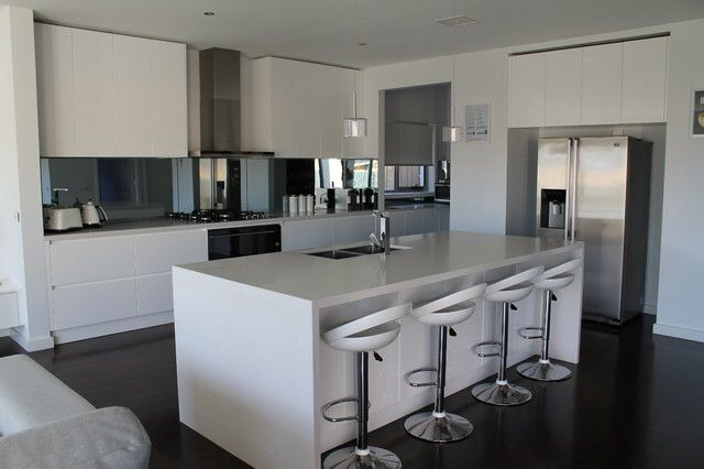 Beautiful Kitchen In Sanctuary Lakes Built By First Avenue Homes Tinted Mirror Mirror Splashback White Ki With Images Kitchen Beautiful Kitchens Melbourne House