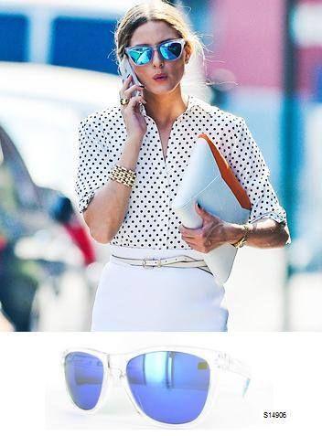 Un estilo que no pasa desapercibido el de #OliviaPalermo luciendo unas gafas al estilo #Acapulco de #MiróJeans ¿Con quien estará hablando?