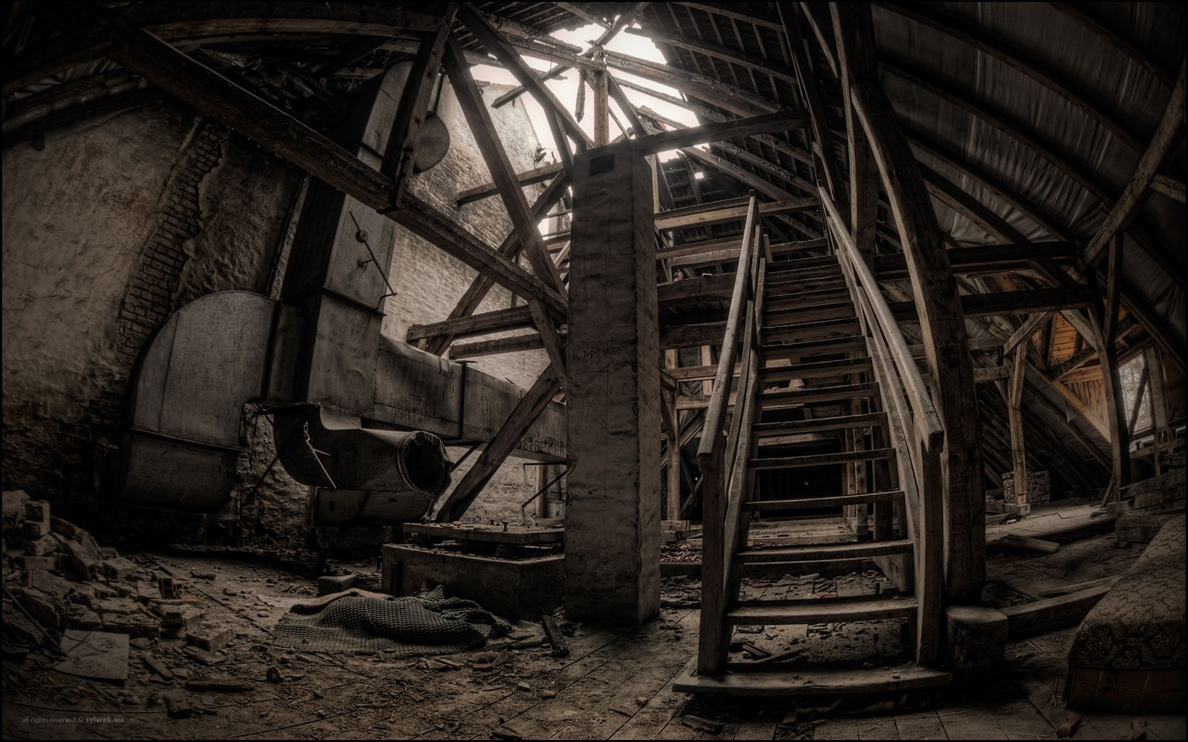 old_building_stairs_dark_nostalgic_construction_11138_1680x1050.jpg 1680×1050 pikseliä