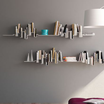 im wohnzimmer ganz oben unter der decke skyline b cherregal wohnzimmer pinterest. Black Bedroom Furniture Sets. Home Design Ideas