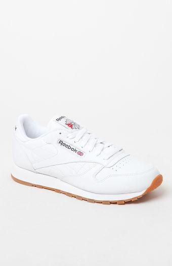 8c4628289ff Stay true to Reebok s classic running roots with their Classic Leather Shoes.  These everyday sneakers