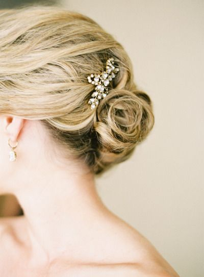 Crystal wedding hair accessories: http://www.stylemepretty.com/2014/09/24/elegant-seattle-wedding-full-of-classic-city-details/   Photography: O'Malley Photographers - http://omalleyphotographers.com/