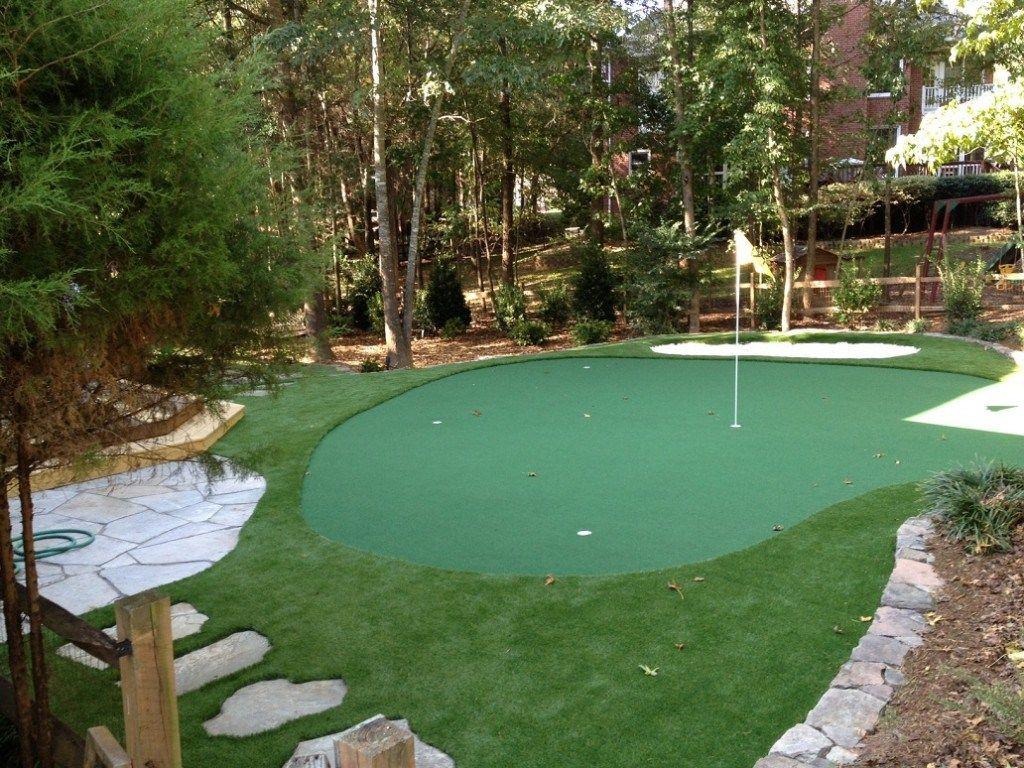Build Green Homes specialize putting greens artificial lawns inhbitt build green