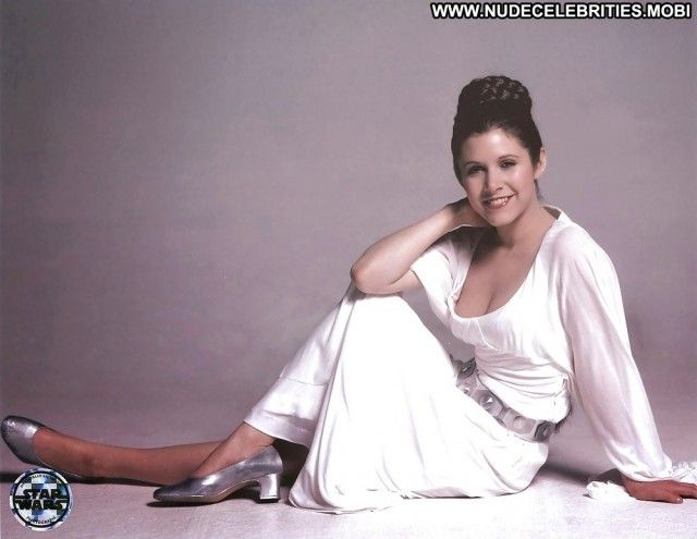 Carrie fisher shows her tits