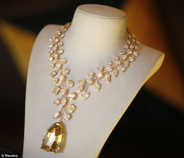 World S Most Expensive Necklace Whose Centrepiece Was Found By A Little Girl On A Pile Of Rubbish 30 Years Ago To Go On Sale For 37million Expensive Necklaces Yellow