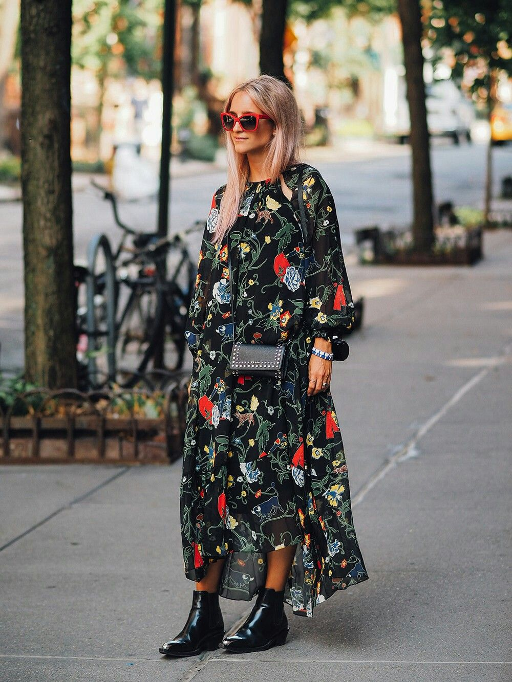 Floral Print Midi Dress And Ankle Boots Crossbody Small Bag Street Style Dress Winter Dress Outfits Fashion [ 1333 x 1000 Pixel ]