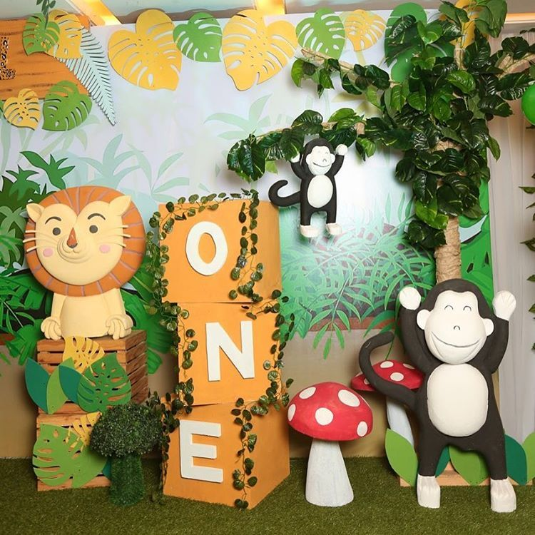 Backdrop decor details from a Jungle Safari Birthday