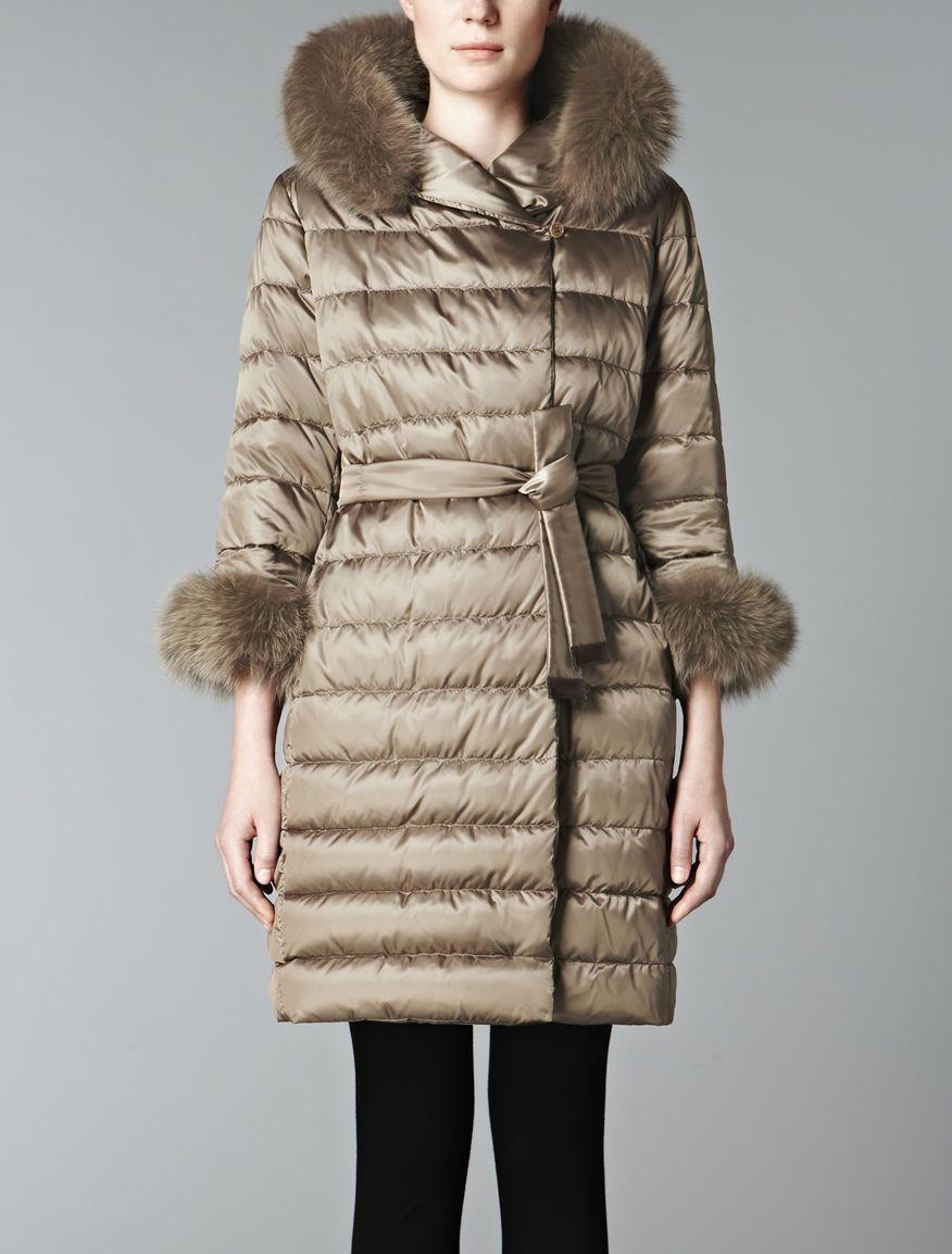 Love At First Sight With This Max Mara Coat Style Max Mara Coat The Cube Fox Fur Hood Trim Fox Fur Cuffs Palto Zhenskaya Moda Puhoviki [ 1154 x 876 Pixel ]