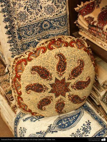 Artesanía Persa- #Estampado #tradicional en #tela (Chape Qalamkar) - 4   #IslamOriente  Amplia resolución en:http://ift.tt/1PP7C4v