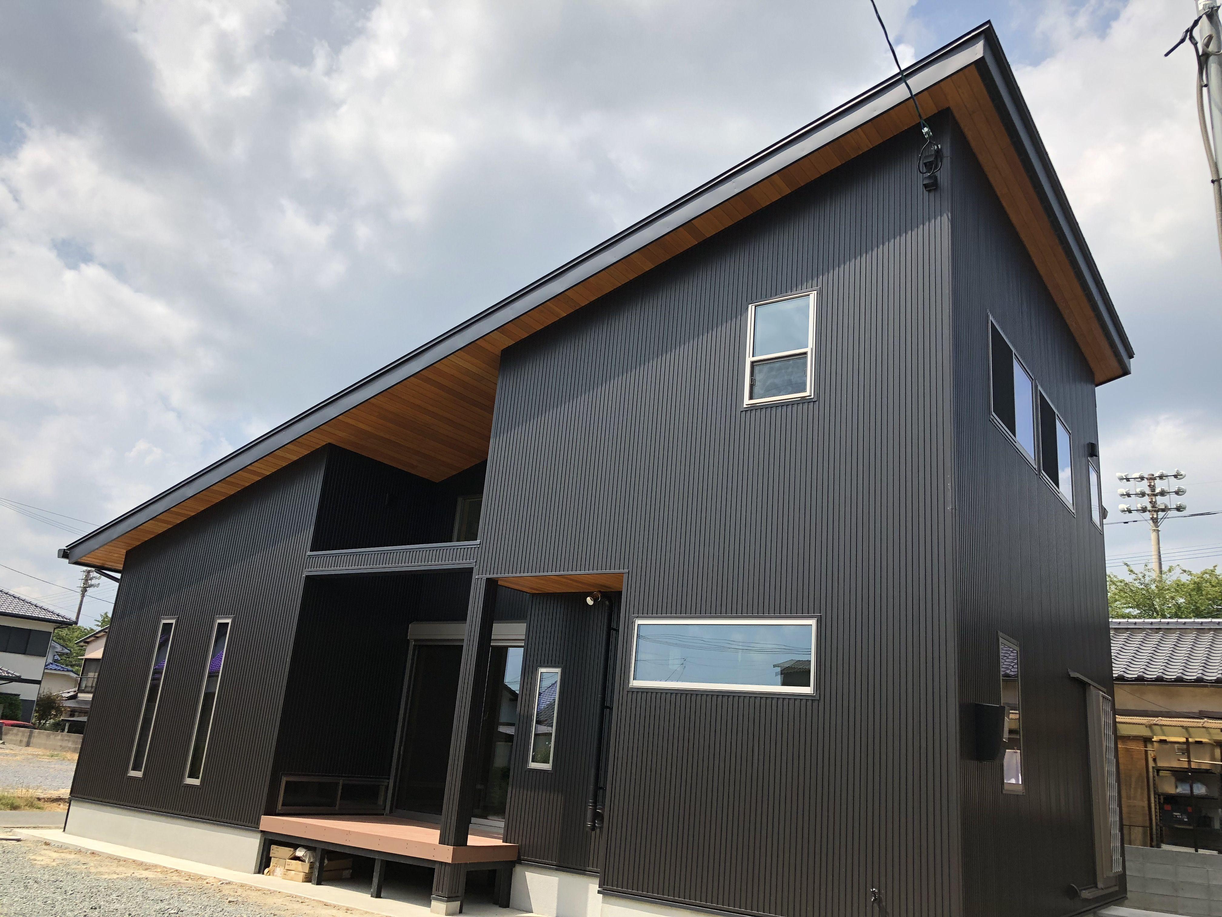 ガルバリウム鋼板の屋根と壁 久留米市u様邸 新築工事 2018 住宅