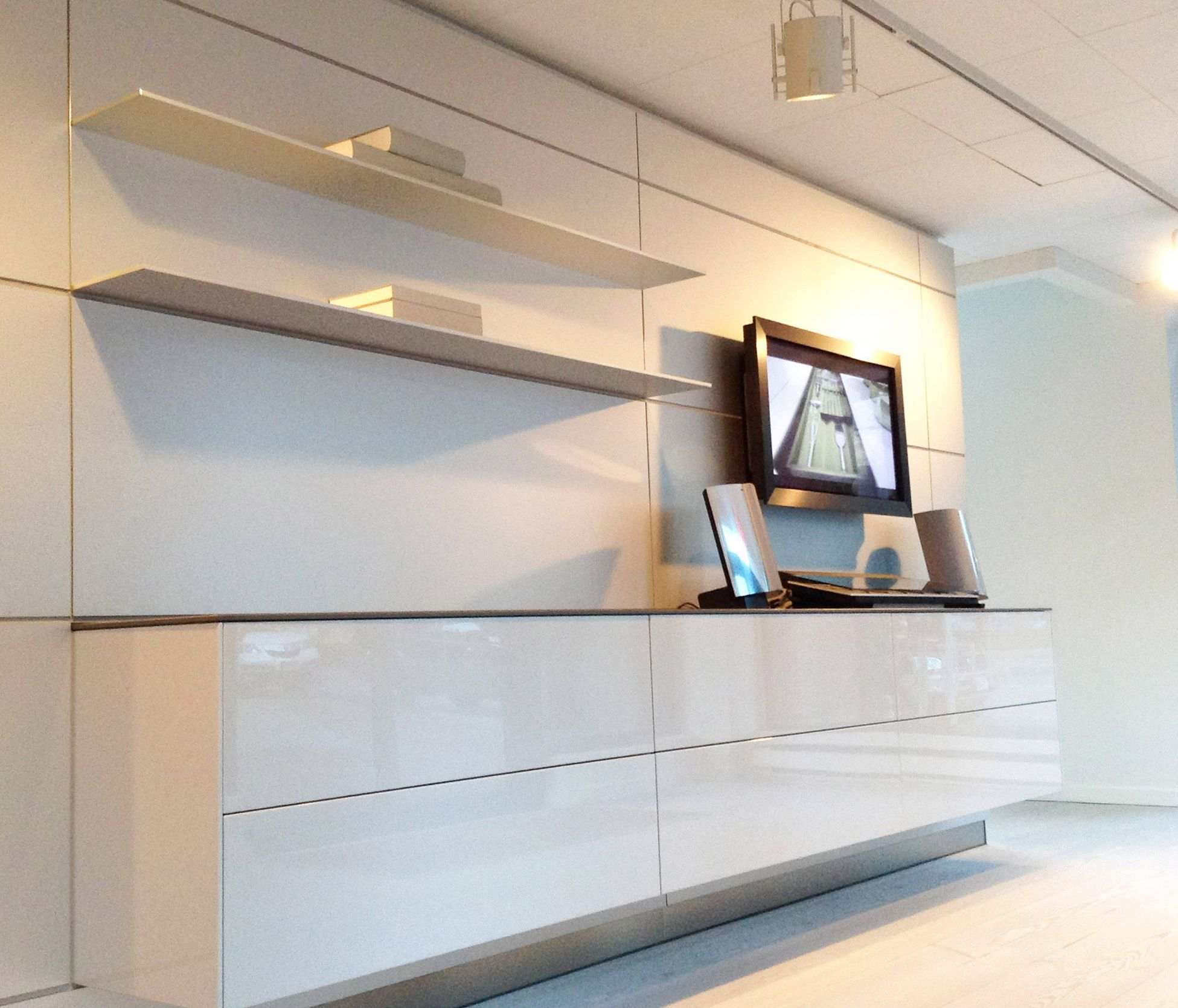Kitchen Wall Shelving Units Islands With Seating And Storage B3 Hung Unit In High Gloss White Lacquer Finish