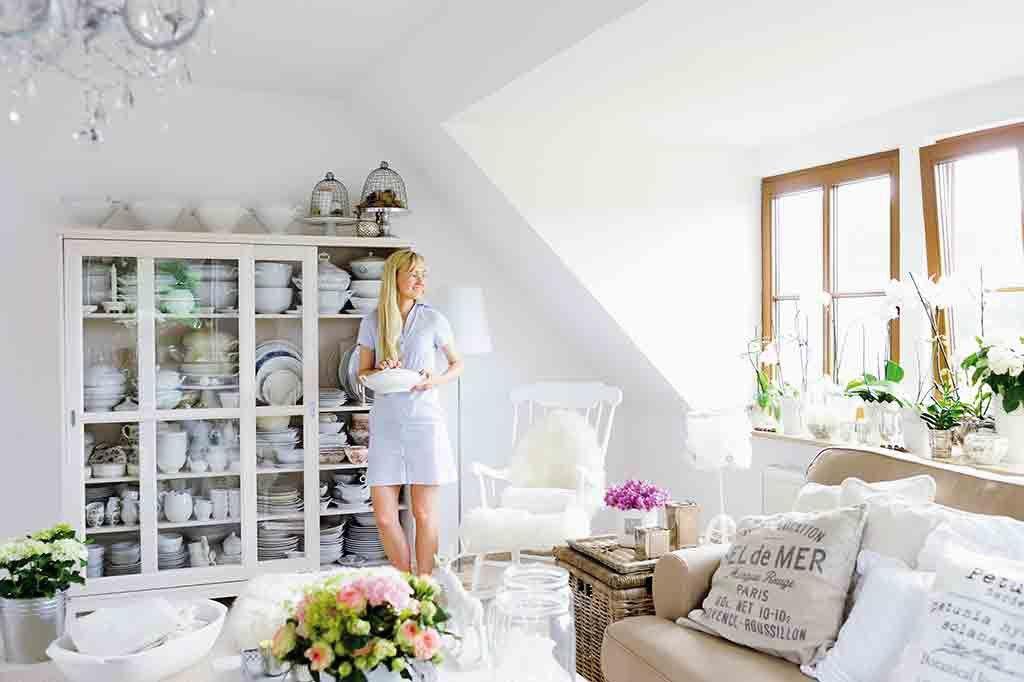 Weiße Möbel und Naturtöne: so sieht der romantische Landhausstil aus ...