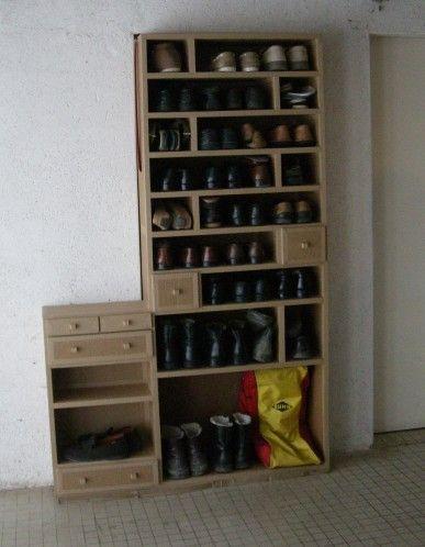 Rangements Chaussures Un Meuble En Carton Brut Pour Chaussures Du0027homme. Des  Tiroir.