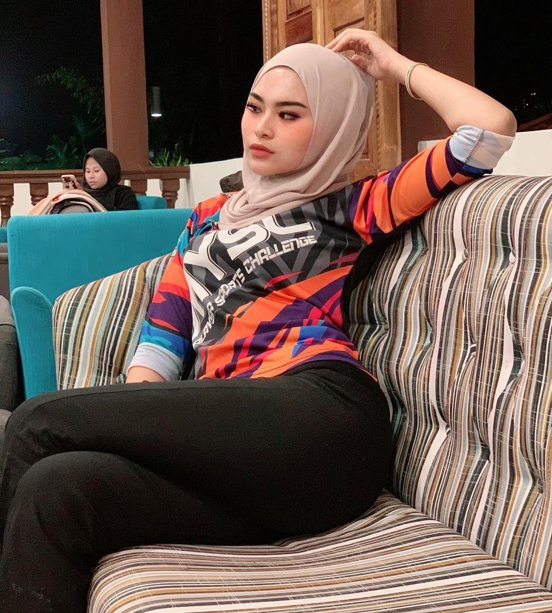 Hot Arab Sex Girl: Hot & Sexy Sunny Leone