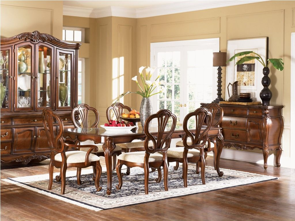 Fancy dining room in traditional designs inspiration for Beige dining room ideas