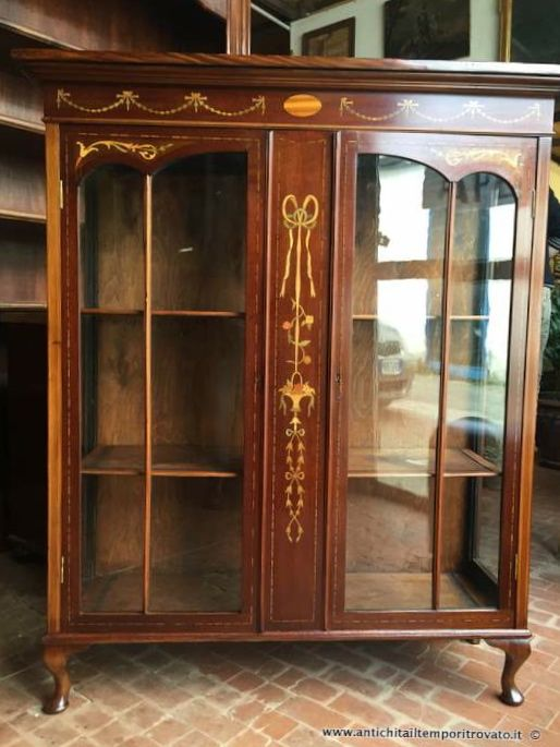 Mobili antichi vetrine antica vetrina inglese con for Mobili vendita