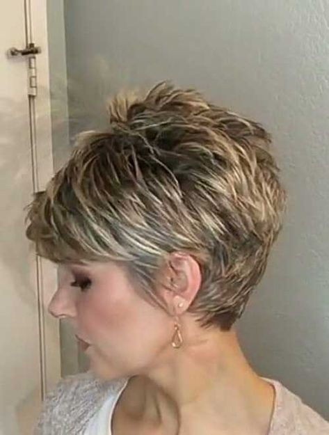 Chic Short Haircuts for Women Over 50 #shorthairstylesforwomen