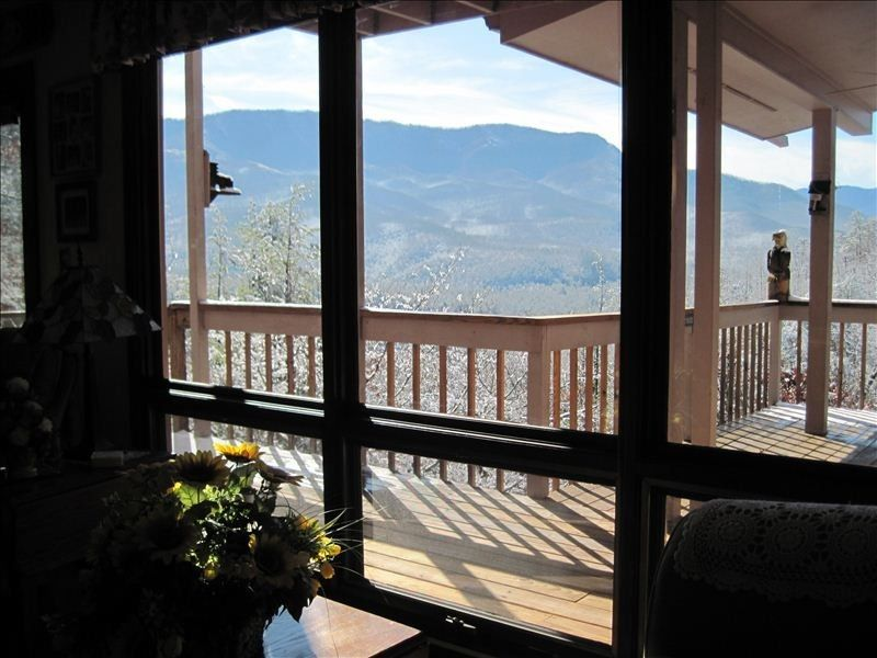 Cobbly Nob Vacation Rental - VRBO 396819 - 3 BR Gatlinburg Cabin in TN, 5th Night Free from Now to Oct.1st! Awesome Views! Read Our Reviews!.Low Rates!