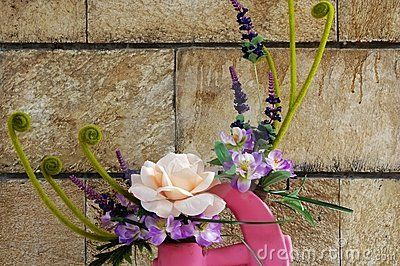 Ikebana:The Beautiful Art of Flower Arranging
