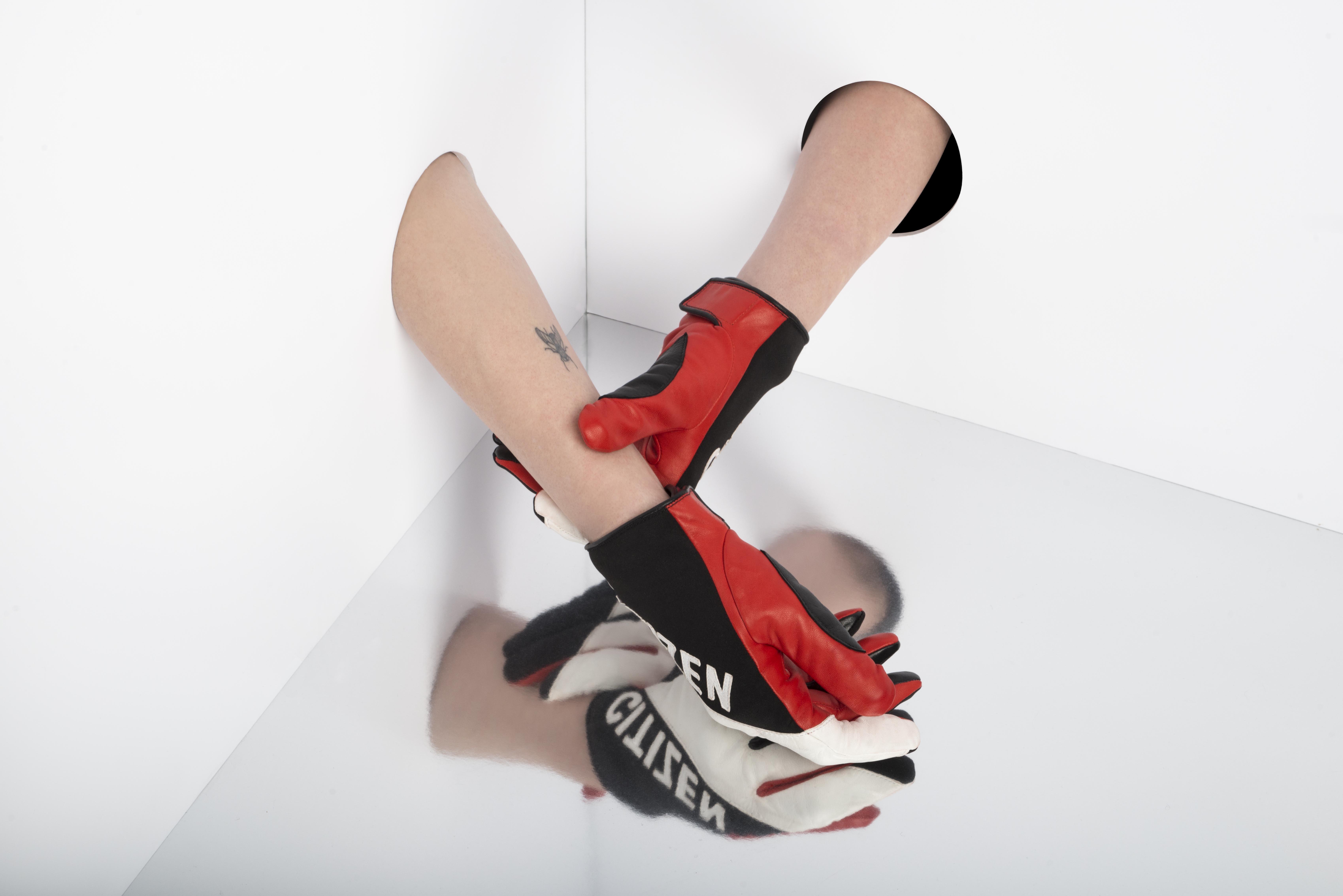 Pin Op Fashion Gloves