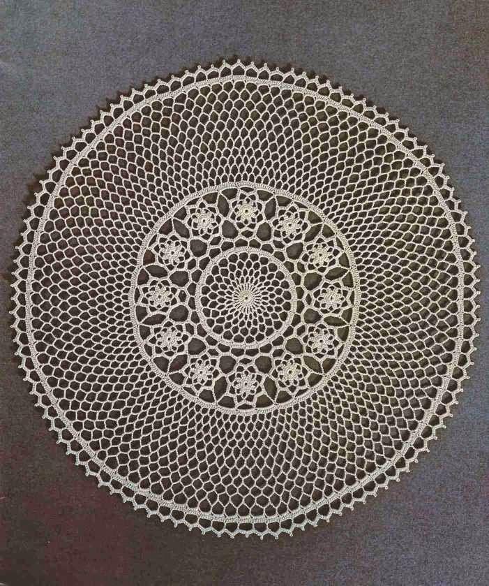 Patrón #498: Tapete corona de flores a Crochet #ctejidas http://blgs ...