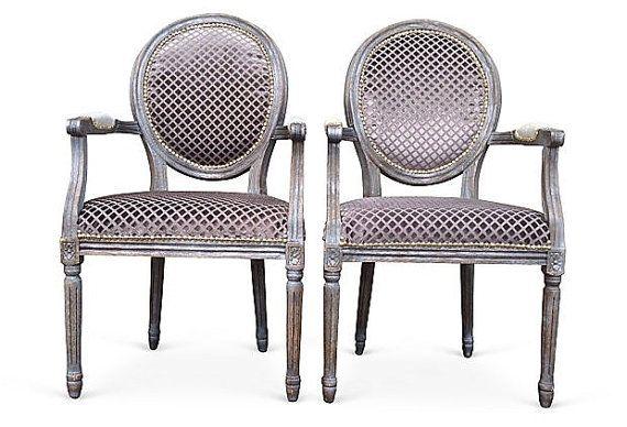 Paire de français Louis Accent chaises peintes par THRONEupholstery